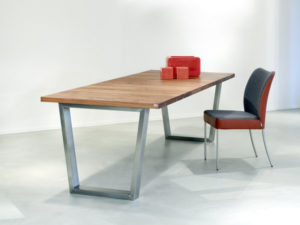 Tafel Brooklyn uit de CASE collectie