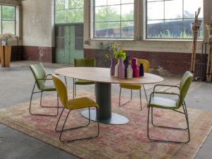 Oval tafel van bert plantagie met houten blad